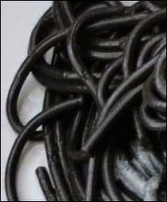 Czarny makaron z czarnuszką