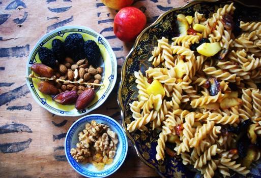 Szybkie danie z makaronem i suszonymi owocami