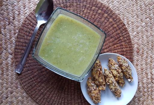 Zupa brokułowa z bezglutenowymi paluchami jaglanymi