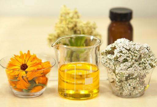 Domowe kosmetyki na bazie oleju rycynowego